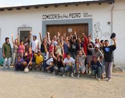 Voetbalteam - daklozen en vrijwilligers van Los Niños