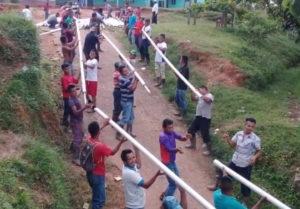 Aankomst materialen voor de waterleiding in Jolomijixito